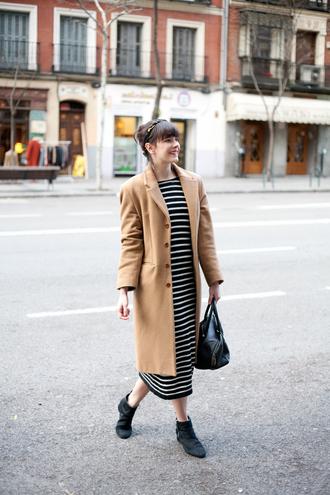 che cosa blogger striped dress camel coat