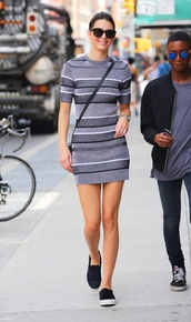 kendall jenner,style,sunglasses,dress,sweater dress,grey,black,white,comfy,streetstyle,shoes,printed knit dress