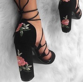 shoes,flowers,black/white heels,embroidered,roses,heels,black,block heels,high heels,black high heels