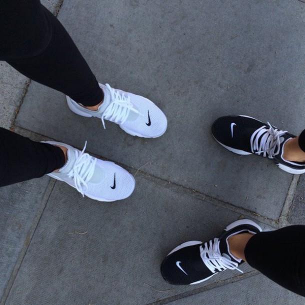 Atlete..♥ - Faqe 10 5lbvcj-l-610x610-shoes-white-nike-nike+running+shoes-nike+air-nike+roshe+run-black-sneakers-nike+sneakers-sportswear-sports+shoes-tumblr-kicks-nike+kicks-adidas-black+white-nike+shoes-shorts-runnin