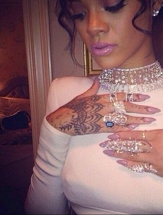 jewels jewelry knuckle ring ring gemstone ring statement ring rihanna rihanna style celebrity style
