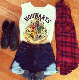 shirt harry potter hogwarts shorts shoes t-shirt white t-shirt cool shirts bad girls club red denim shorts movie must have white cool