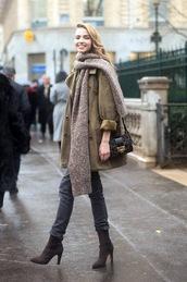 coat,knitted scarf,grey jeans,mini bag,mini shoulder bag