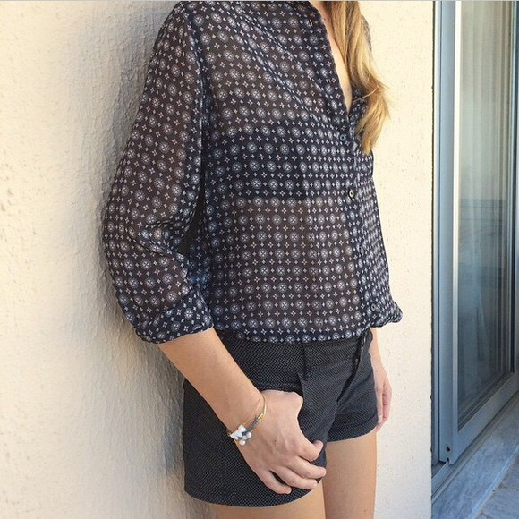 denim shorts jewels black black shorts shirt print denim shorts blouse bracelets printed shirt grey grey shirt