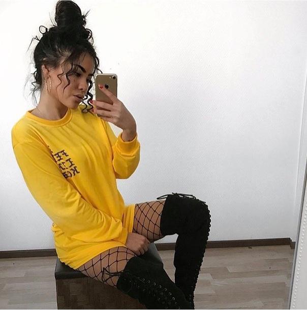 top yellow sweatshirt