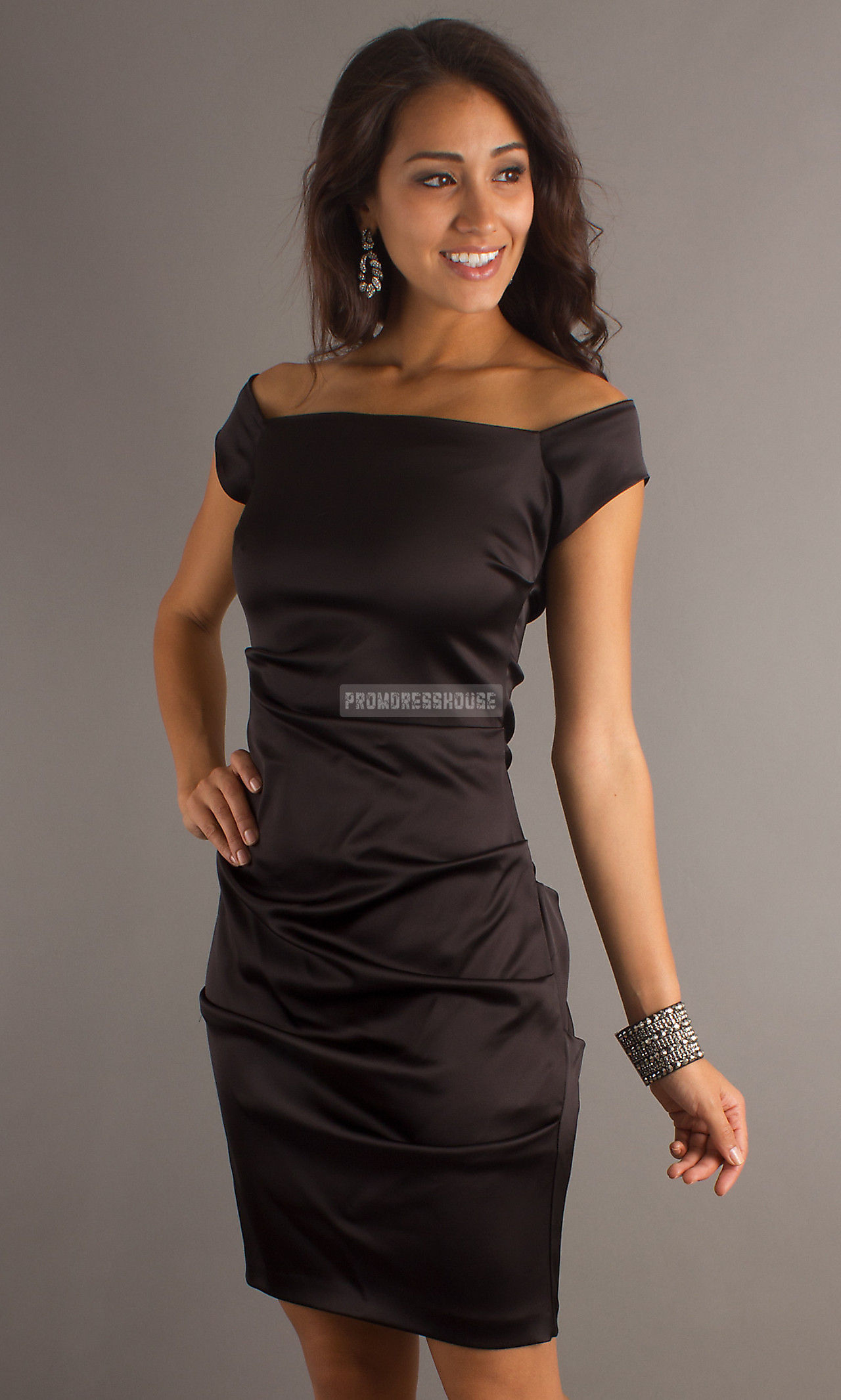 Zipper Sheath Satin Black Off-the-shoulder Cocktail Dress - Promdresshouse.com