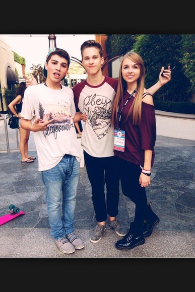 t-shirt oversized burgundy youtubers jennxpenn top red shirt maroon maroon/burgundy maroon shirt burgundy shirt youtuber oversized shirt