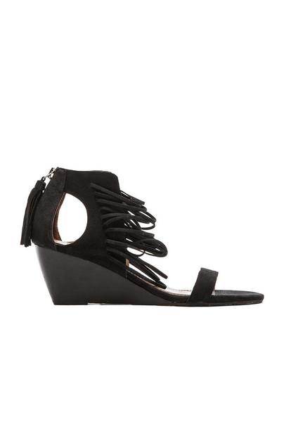 Matiko Bryn Wedge Sandal in black