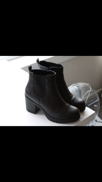 shoes boots trend spring2014  leathery chelsea boots black boots tumblr shoes black boots