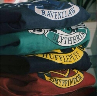 sweater hogwarts gryffindor harry potter ravenclaw slytherin hufflepuff black book divergent percy jackson shirt green sweater blue yelllow red fangirl magic