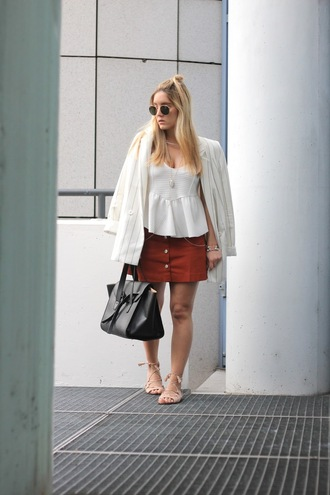 fashion twinstinct blogger white top peplum top button up skirt black leather bag blazer