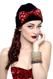 hat,beanie,bows,bow,studs,leopard print,red,black,gold