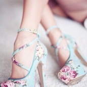 shoes,heels,girly,floral,flowers,high heels,pretty,pup,pumps,flower high heels,floral high heels,floral heels,retro,spring,summer,light blue,pink,roses,straps,platform shoes,flora heels,cross over,blue,platform heels,heels with straps,bag,cherry blossom