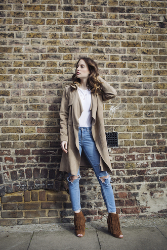 at fashion forte blogger coat jewels jeans white top nude coat skinny jeans fringes fringe shoes beige nude heels brown leather boots