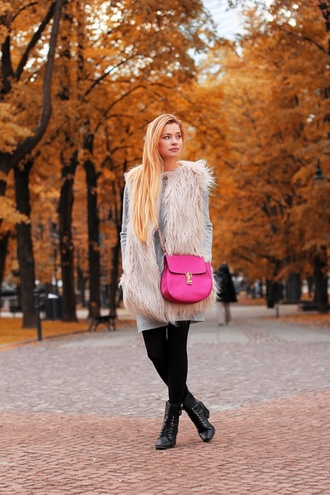 juliette jakubowska juliette in wonderland blogger pink bag vest faux fur vest