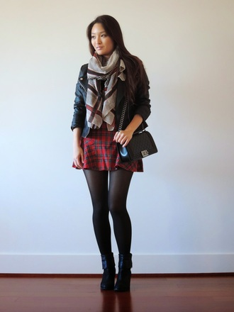 sensible stylista blogger top bag tights jacket scarf