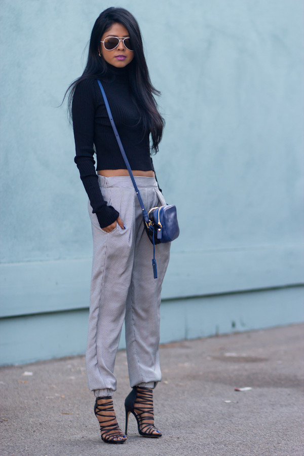walk in wonderland t-shirt pants shoes bag