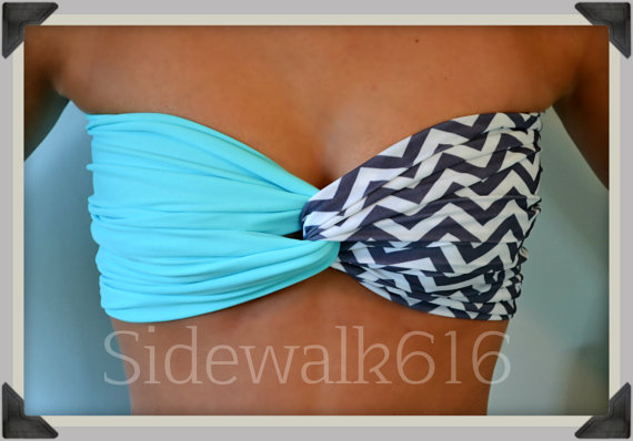 Menthe Chevron Bandeau haut Bandeau Spandex Bikini par Sidewalk616
