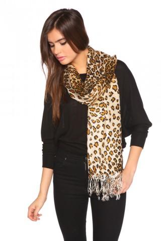 Spotted fringe scarf
