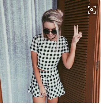 dress black and white grunge pale two-piece outfit skirt skater skirt high waisted checkered crop tops