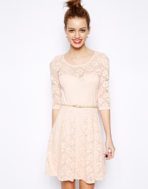 New Look | New Look - Robe patineuse en dentelle à manches 3/4 chez ASOS