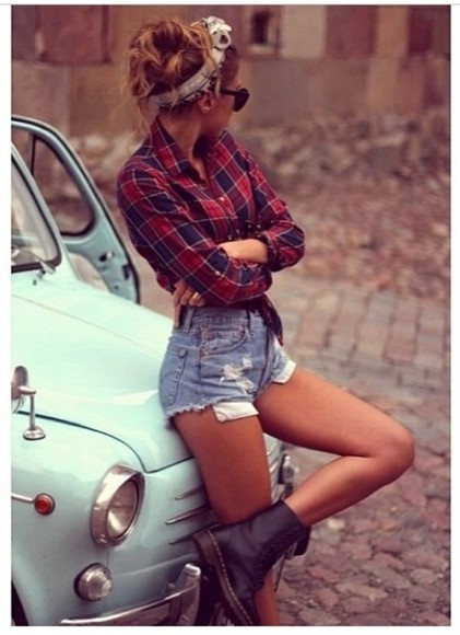 hat shoes combat boots shorts shirt flannel shirt high-wasted denim shorts denim shorts blue and red black