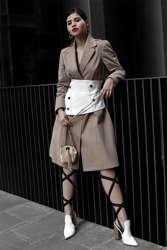 coat white belt trench coat belt shoes heels bag earrings white shoes