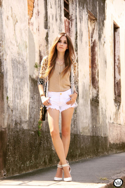 fashion coolture blogger denim shorts white shoes kimono