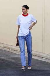 top,kendall jenner,pumps,jeans,streetstyle,kardashians,model off-duty