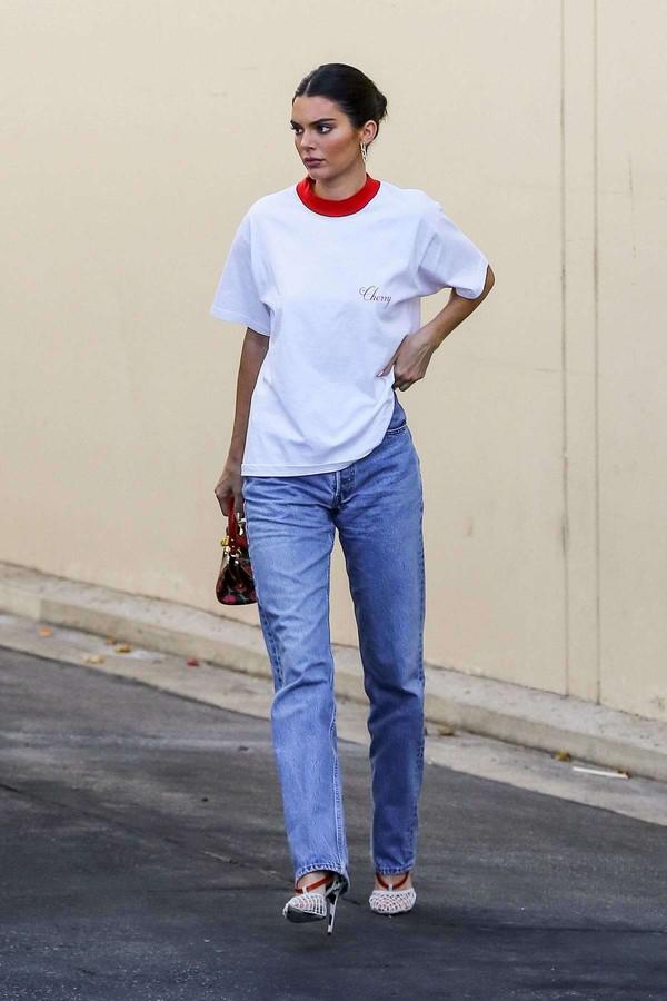 top kendall jenner pumps jeans streetstyle kardashians model off-duty