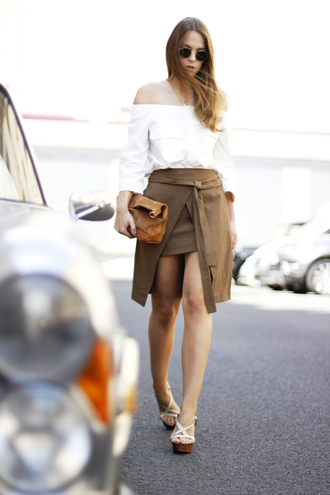 gold schnee blogger skirt zara asymmetrical skirt white blouse peasant top wedge sandals leather pouch round sunglasses