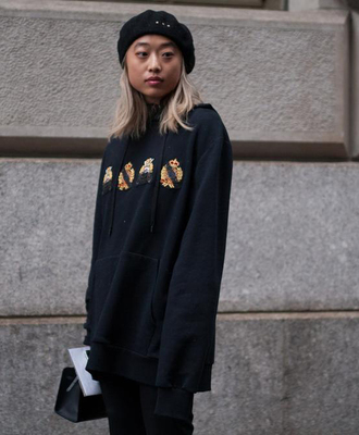 top nyfw 2017 fashion week 2017 fashion week streetstyle hoodie black hoodie hat beret all black everything