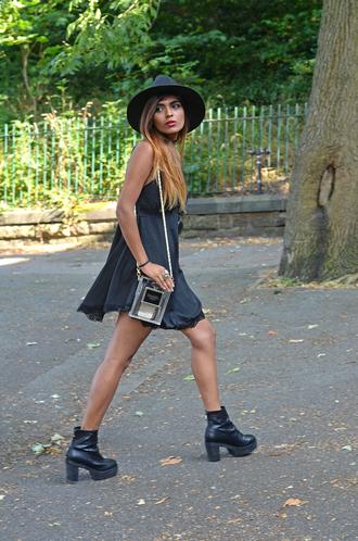 she wears fashion jewels sunglasses shoes bag
