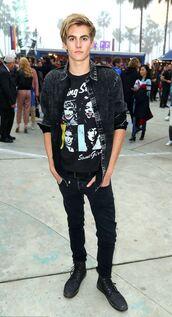 t-shirt,top,presley gerber,jeans,menswear,model off-duty