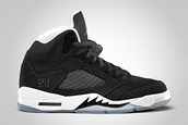 shoes,nike,jordans,black,white,23,lace up,high,grey,sneakers,baskets,air jordan