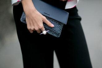 jewels ring purse clutch streetstyle pearl fashion week 2016 paris fashion week 2016