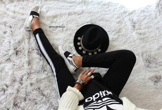 style by nelli blogger shoes jacket tights leggings t-shirt hat