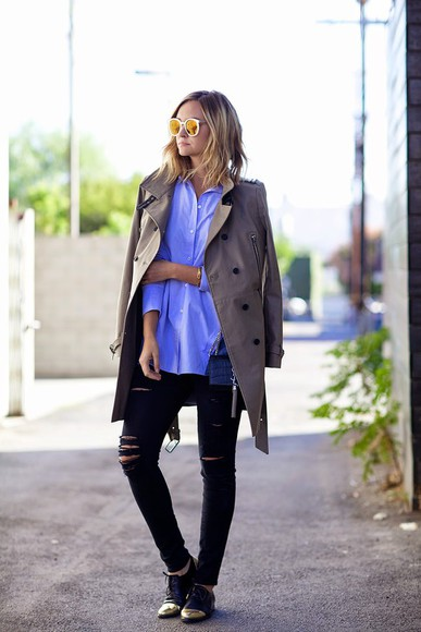 coat blogger late afternoon derbies mirrored sunglasses blue shirt ripped jeans