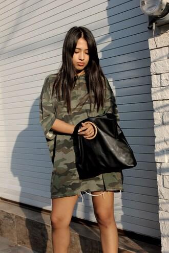 t-shirt green top tumblr shirt dress t-shirt dress camouflage bag handbag black bag
