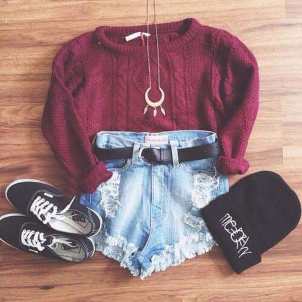 jewels silver necklace burgundy sweater High waisted shorts jeans shorts sweater hat belt
