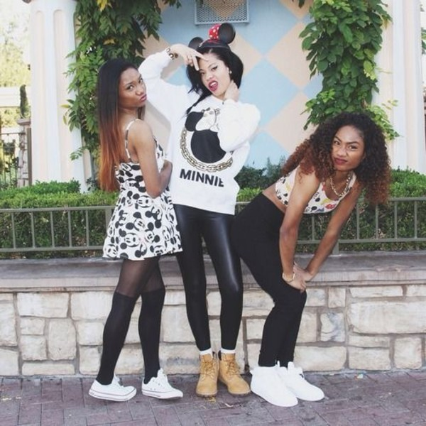dress converse timberlands leggings shoes mickey mouse sweater minnie mouse crop tops hat necklace earrings breclets pants shirt
