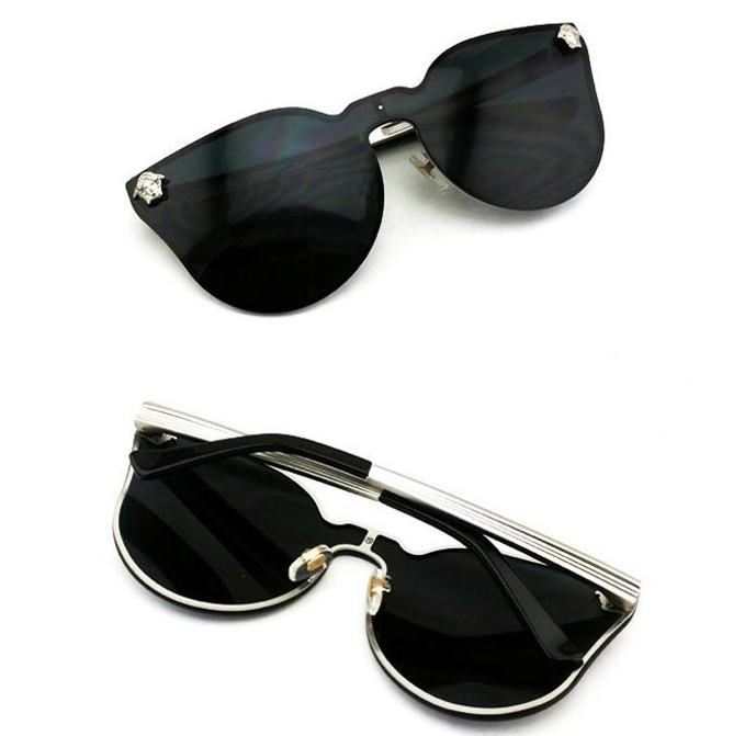 Medusa duet sunglasses  / big momma thang