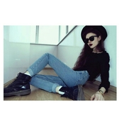 jeans,high waisted jeans,DrMartens,fedora,hat,sunglasses,black sweater,sweater,grunge,pale,alternative,mom jeans