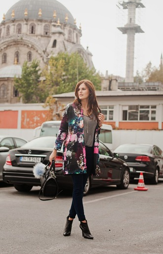 the bow-tie blogger jacket floral black jeans handbag