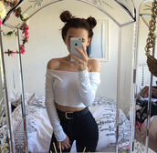 white cropped shirt,white shirt,cropped shirt,cropped,white cropped,high,waisted,jeans,gold black leather belt,gold black belt,gold leather belt,black leather belt,gold belt,black belt,leather belt,belt,mirror,bedding,flower crown,flowers,crown,pom hair,high waisted jeans