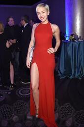 dress,red dress,red,maxi dress,gown,prom dress,grammys 2015,miley cyrus,thigh slit dress,slit dress,simple dress,classy dress,elegant dress