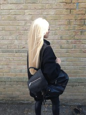 bag,black,black bag,backpack,blonde hair,tumblr,all black everything,fashion,jeans,leather,jacket,pretty,zip bag,zip,tumblr clothes,platinum hair,black leather bag