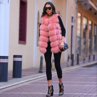jacket tumblr pink faux fur vest fur vest leggings black leggings boots printed boots ankle boots mid heel boots top black top bag black bag chain bag sunglasses black sunglasses pants