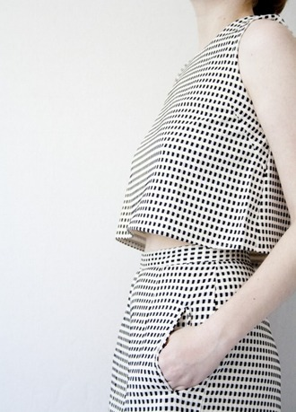 top short bottoms blouse pockets sleeveless crop crop tops square blogger celebrity clothes outfit co-ord co ord coords two-piece black and white geometric coordinated co-ordinates skirt