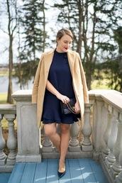 covering bases,curvy,blogger,dress,coat,bag,shoes,jewels,make-up,beige coat,blue dress,chanel bag,pumps